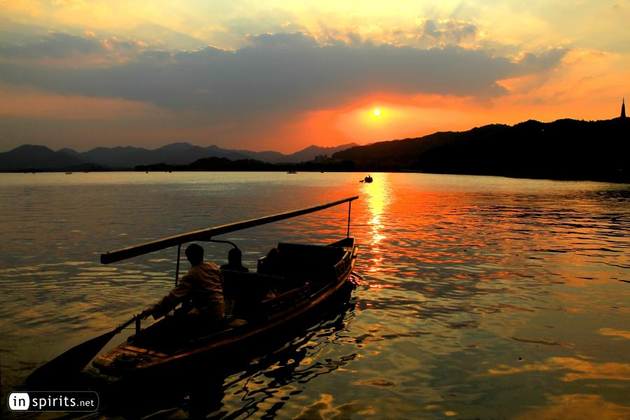 Boat trip on Hangzhou's West Lake at sunset