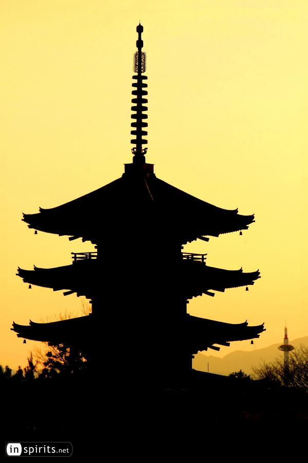 The Yasaka-no-to Pagoda in Gion meets Kyoto Tower