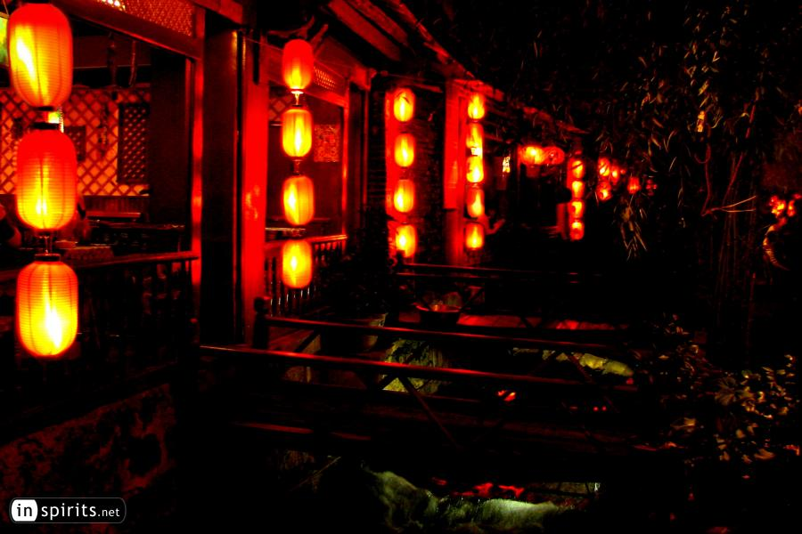 Red Lanterns at a creek in Lijiang