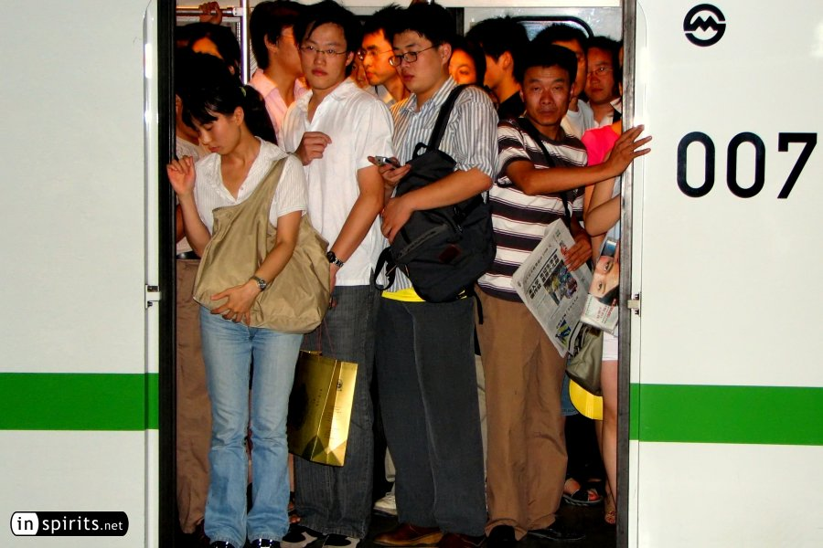 Crowds in Shanghai Metro at Rush Hour
