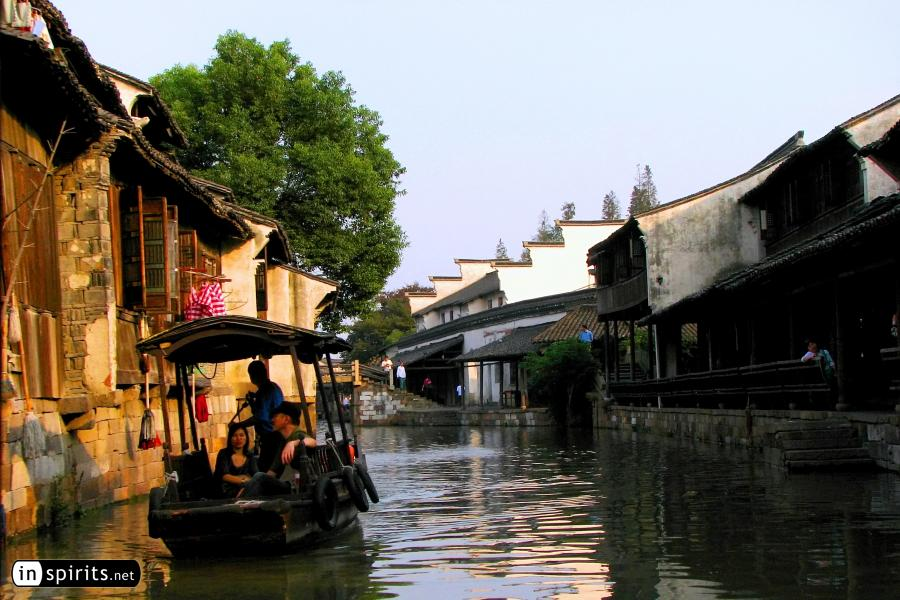 Boat trip in the water town of Wuzhen